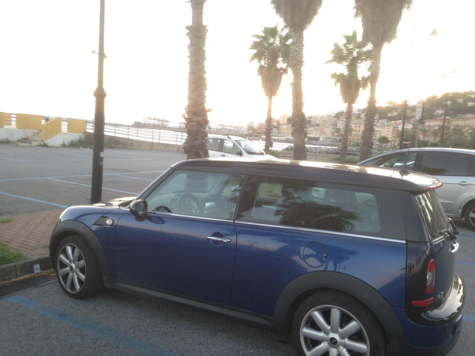 Mini Cooper Clubman blu